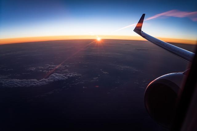 letadlo nad mraky
