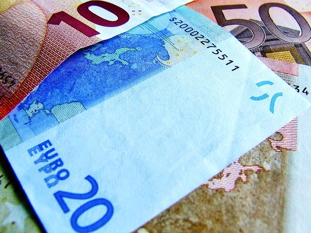 bankovky eura v běžných hodnotách