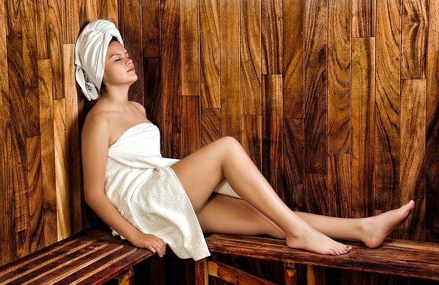 holka v sauně